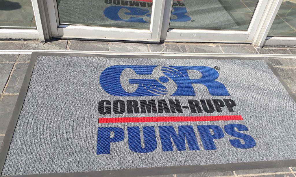 gr pumps logo entrance mat