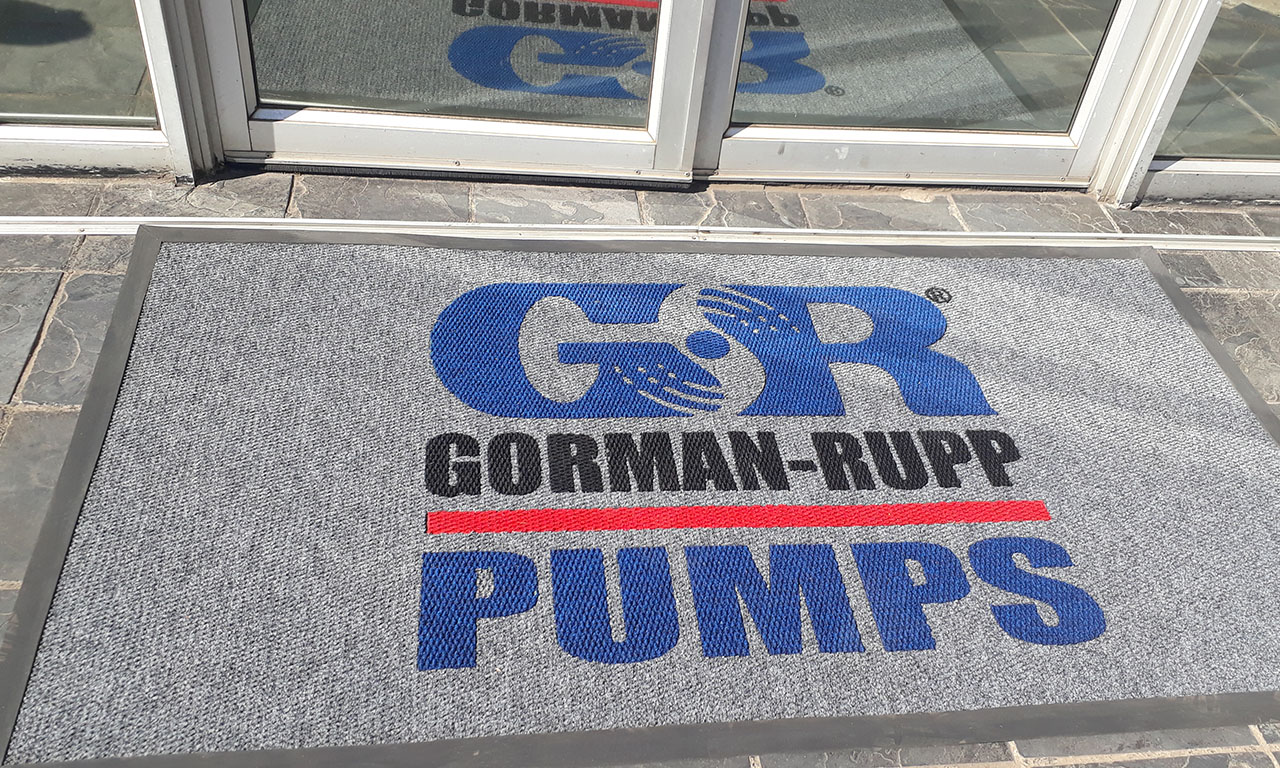 gr pumps logo entrance mat