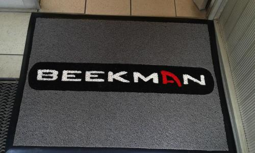 beekman  logo mat made from spaghetti mat