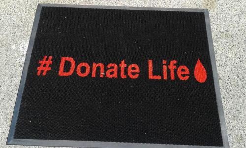 donate life logo mat with black background